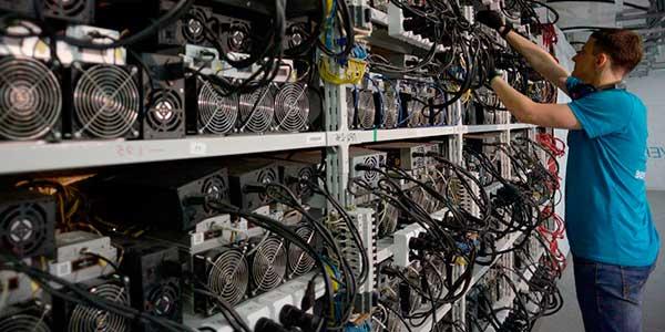El minado de Bitcoins se realiza en grandes fábricas